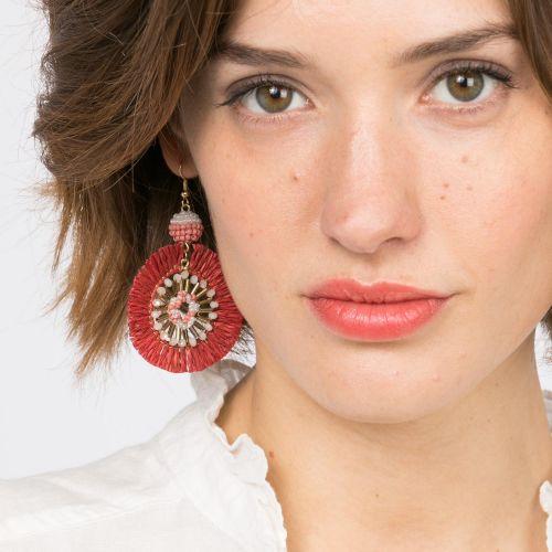Boucles d'oreilles rondes perles tissées et raphia rouge